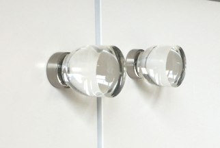 pool-house-main-room-crystal-knob-hardware-2