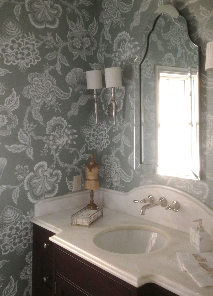 grasscloth---patterned-bathroom