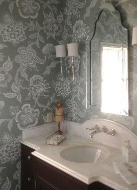 grasscloth---patterned-bathroom